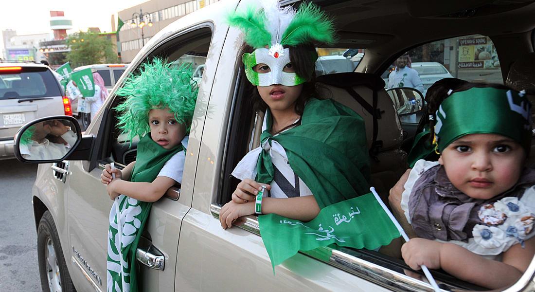"""إجراءات ضد """"الشغب والتراقص"""" بالعيد الوطني السعودي.. وطارق الحبيب يغرد: سلوكيات ترفع القبيلة على حساب الوطن"""