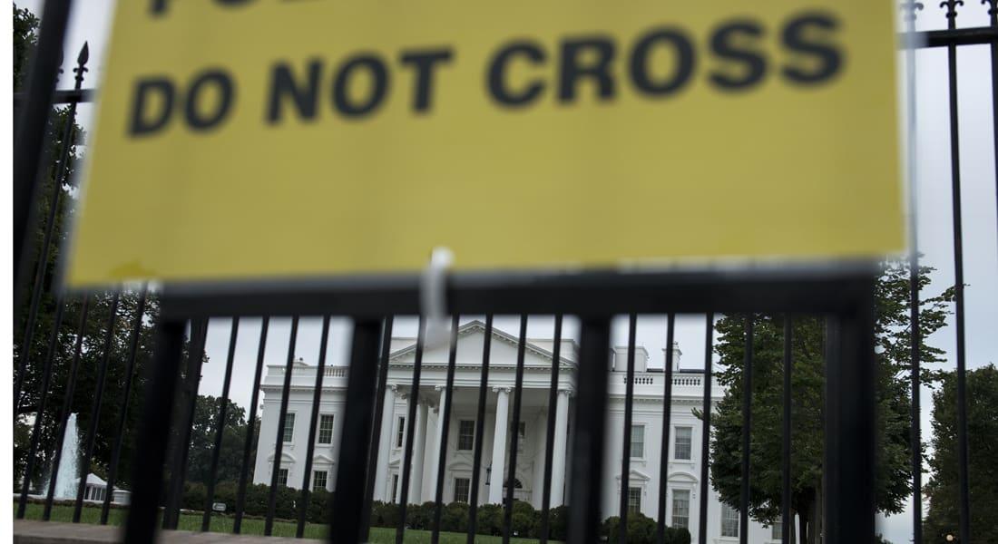 """مسؤولون أمريكيون: عمر تجول بالطابق الرئيسي بالبيت الأبيض.. وجلسة استجواب ساخنة لمديرة """"الخدمة السرية"""""""