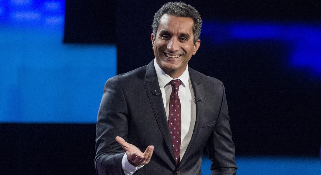"""باسم يوسف يسخر من دعوى تتهمه بـ""""إهانة"""" السيسي في نيويورك: """"طب إزاي؟"""""""