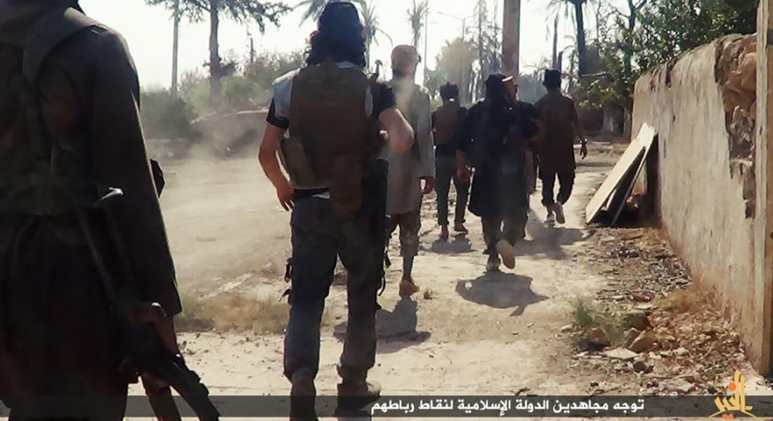 داعش يتقدم بسوريا والعراق: سقوط هيت بعد ساعتين من المعارك والقوات الكردية تطلب إخلاء كوباني