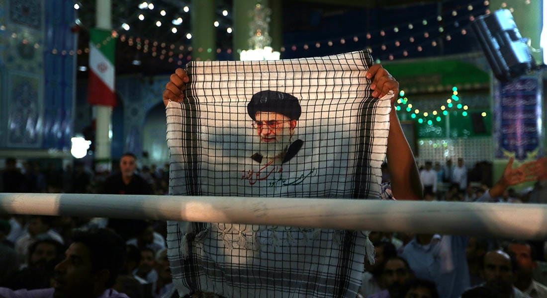 صحف: تساؤلات حول خلافة خامنئي وقطع الرؤوس يصل إلى مصر