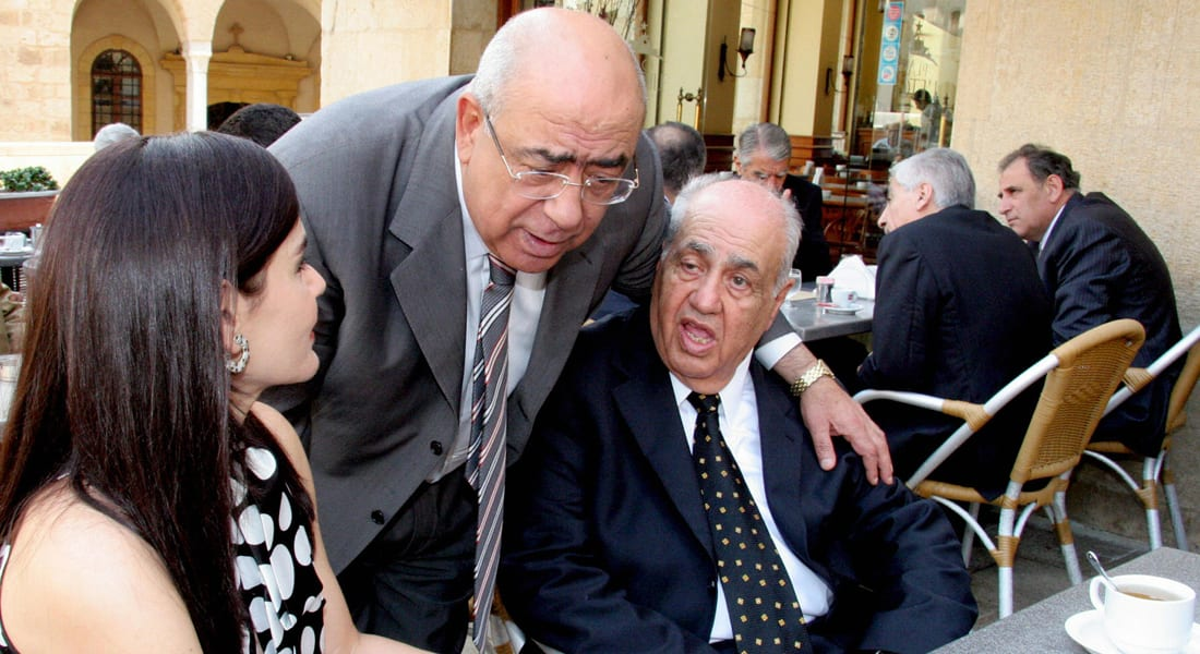 "نائب لبناني يصفع موظفة بقصر العدل.. ومغردون يردون بهاشتاغ: ""نائب_مدد_ايده"""