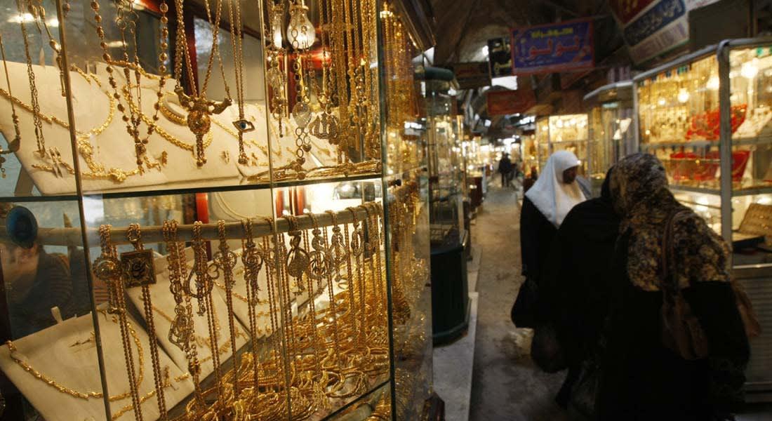 مصر: الذهب يتراجع والدولار يقفز لـ7.6 جنيه في السوق الموازية