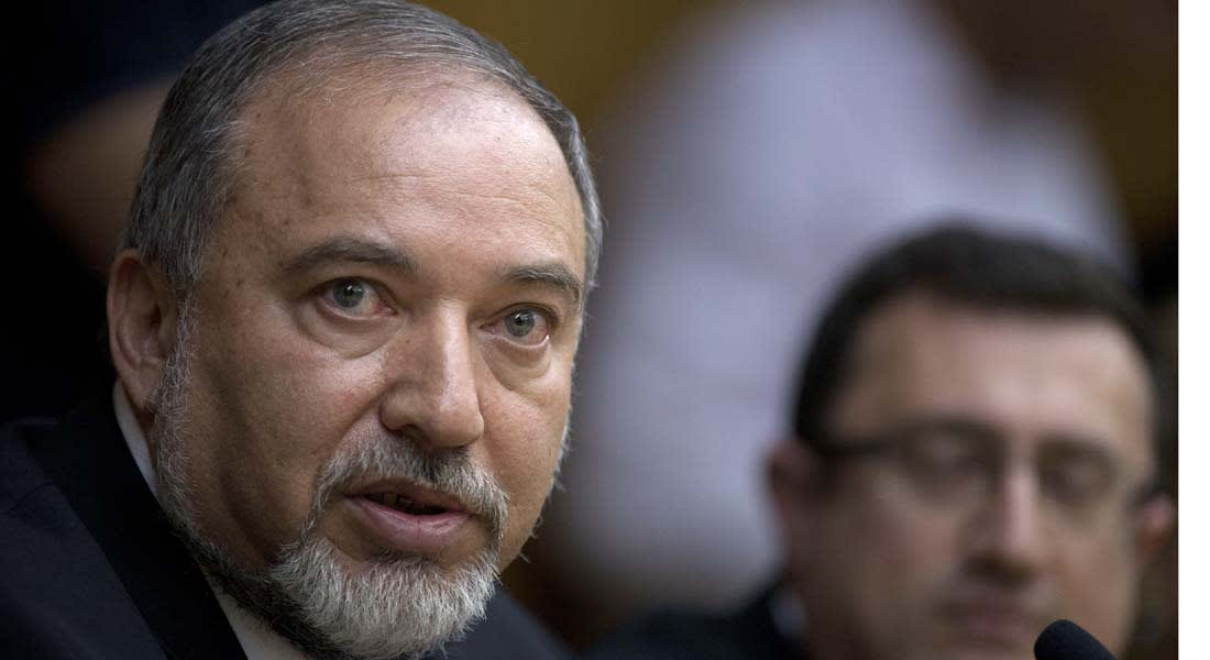 إسرائيل تعتقل 3 فلسطينيين وتوجه لهم تهمة التآمر لاغتيال وزير خارجيتها ليبرمان
