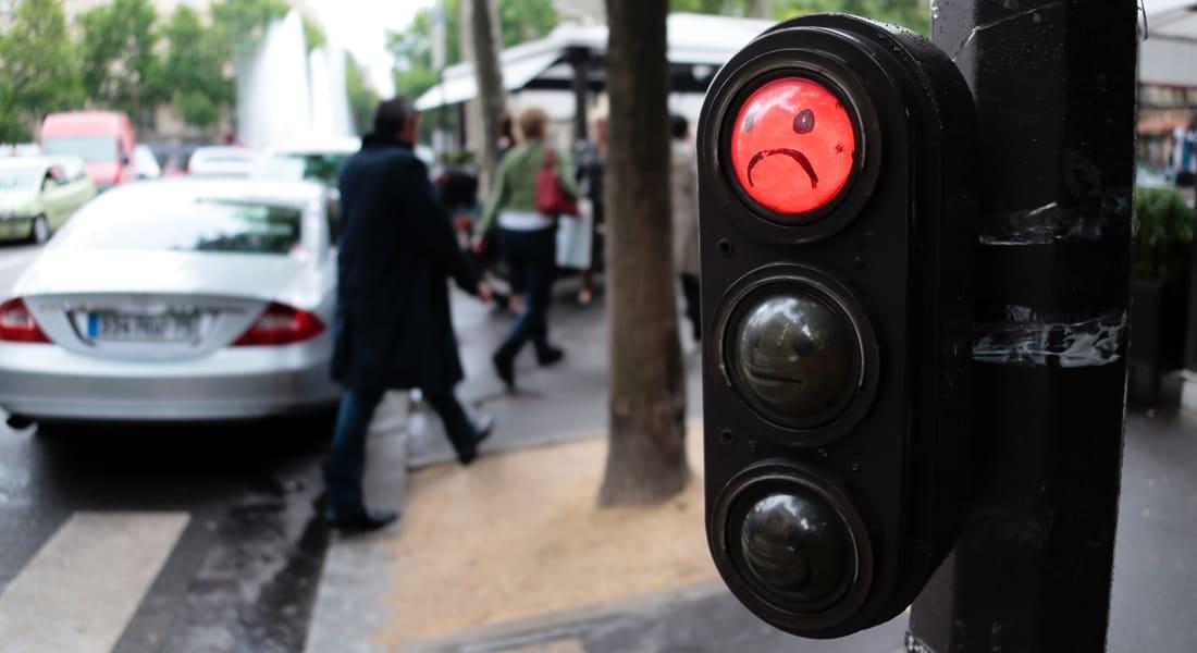 دراسة تظهر سهولة التحكم بالإشارات الضوئية بأمريكا في حال قرصنتها