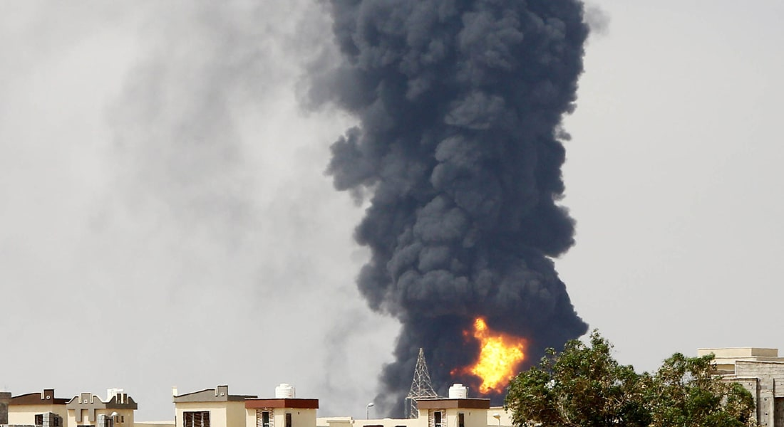 الحكومة الليبية تحذر من خطورة الوضع بعد اندلاع حريق بخزان وقود ثان