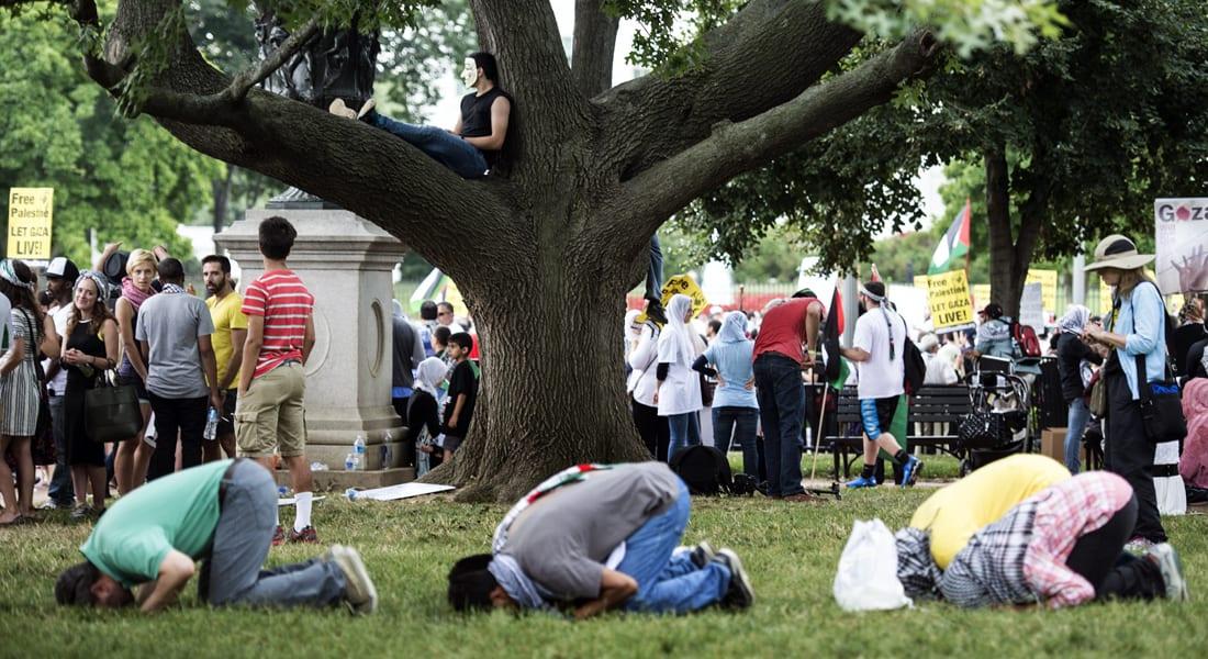 باحث أمريكي مسلم لـCNN: مساجدنا وقادتنا نجحوا باحتواء تطرف داعش ومئات الآلاف يتصدون له عبر الانترنت