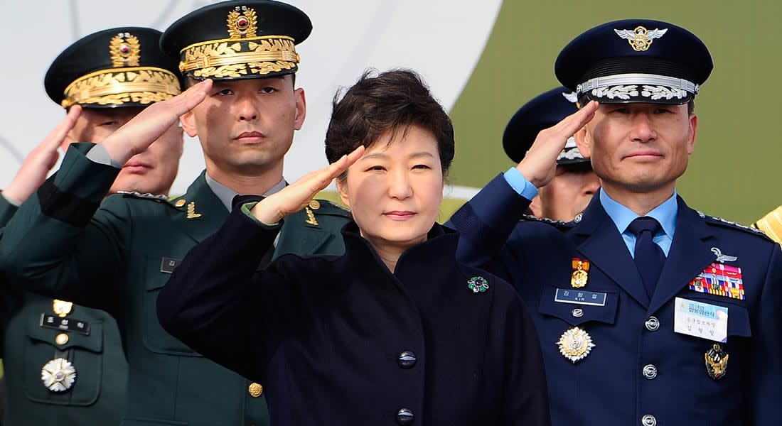 """رئيسة كوريا الجنوبية تعتذر للشعب بعد """"فضيحة تزوير"""" مخابراتية"""