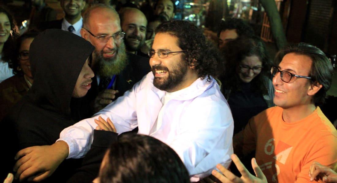 محكمة مصرية تقضي غيابيا بسجن علاء عبد الفتاح و24 آخرين 15 سنة في أحداث مجلس الشورى