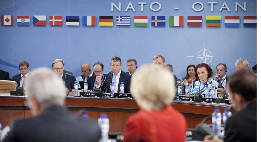 """موسكو تستهين بصور """"الناتو"""" والحلف يدين """"إنكارها الفارغ"""" للتدخل عسكريا بأوكرانيا"""