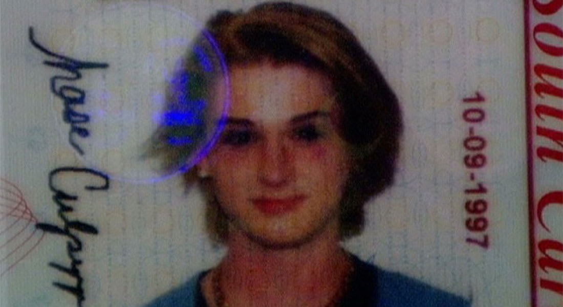 أمريكا: موظف طلب من هذا الشاب نزع مساحيق التجميل لأجل صورة رسمية.. فاشتكت والدته السلطات