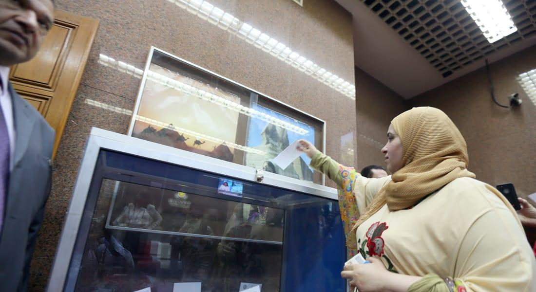 مصر: مكافحة الفقر محور تركيز السيسي .. إقبال كثيف على التصويت بالخارج
