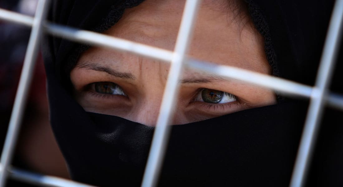 """صحف: """"لاجئات سوريات للزواج"""" وفلسطينيون ممنوعون من دخول تونس"""