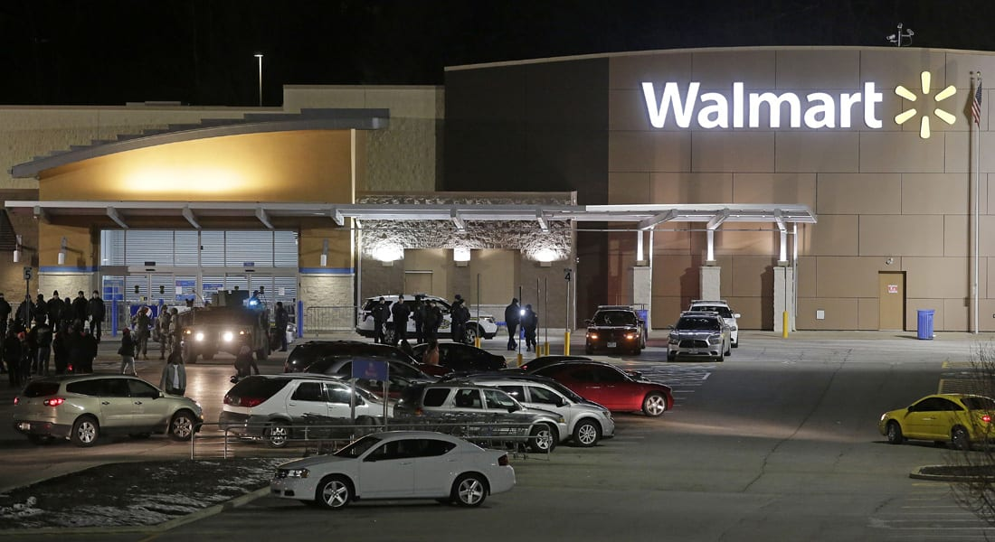 بأمريكا.. طفل في الثانية يسحب مسدس والدته من حقيبتها ويرديها قتيلة أثناء التسوق