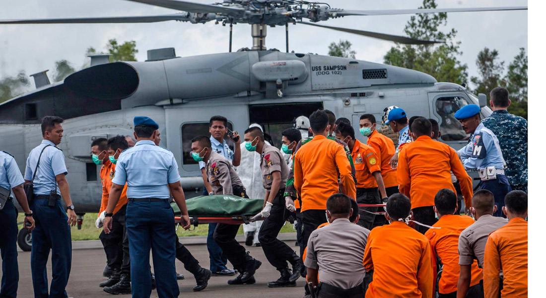 """انتشال 30 جثة لركاب """"طيران آسيا 8501"""" واكتشاف موقع حطام الطائرة بقاع البحر"""