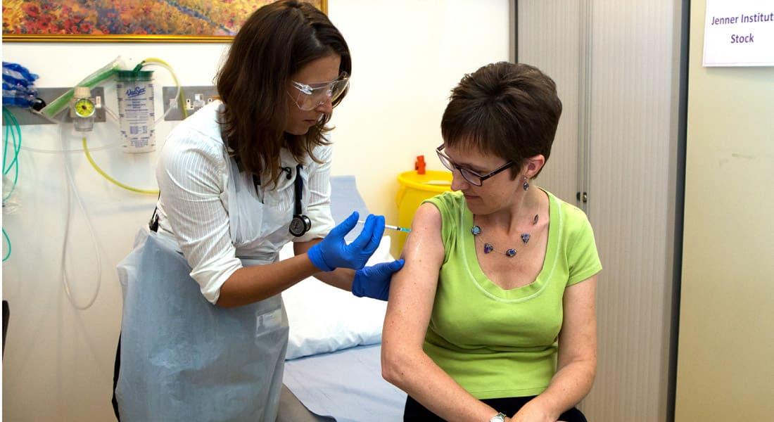 لأول مرة .. علماء وأطباء جامعة أكسفورد يجرون اختبارا على لقاح آمن ضد إيبولا