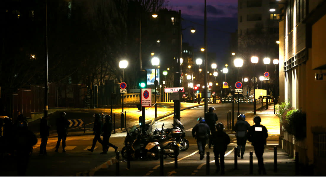 انتهاء أزمة فرنسا بمقتل الخاطفين ونجاة الرهائن وهروب حياة بومدين
