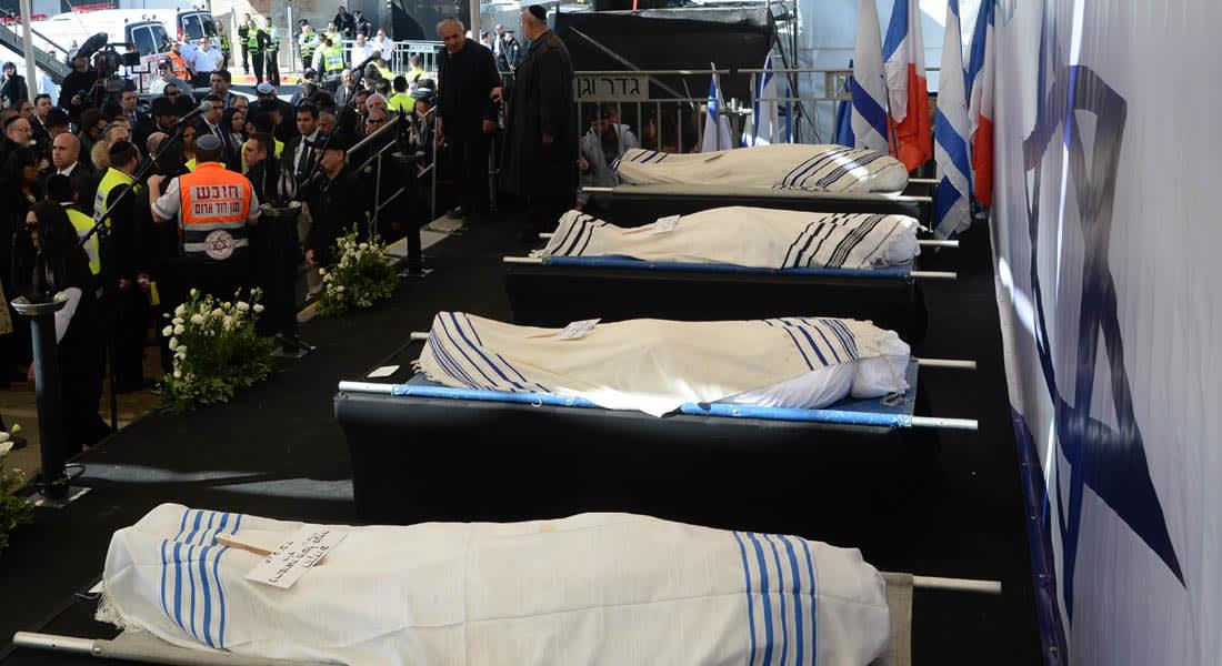 """فرنسا وإسرائيل تشيعان ضحايا هجمات باريس.. """"شارلي إيبدو"""" تنشر رسماً للنبي وتهديد جديد لـ""""القاعدة"""""""