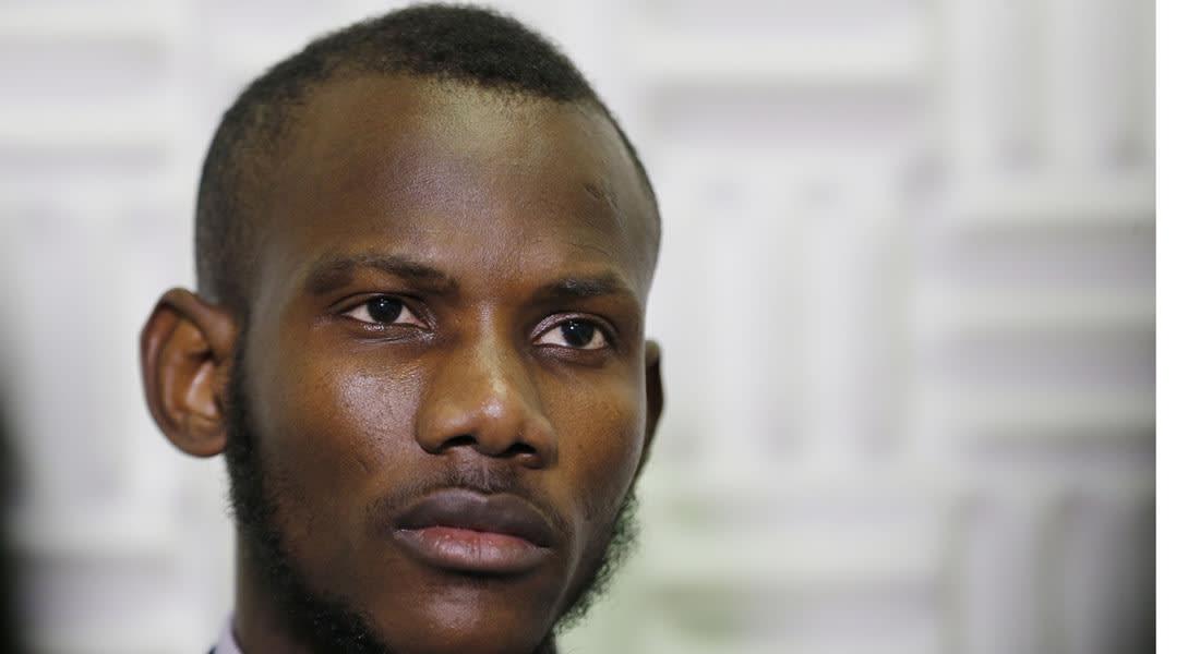 الداخلية الفرنسية تقرر منح الجنسية لعامل مهاجر تصرف ببطولة في أزمة الرهائن