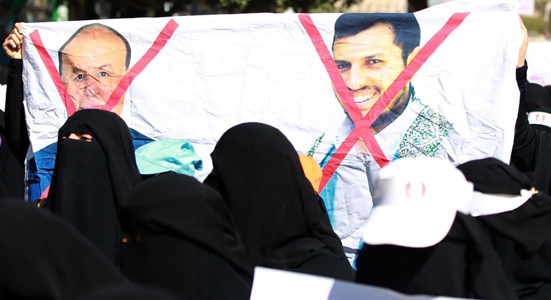 قيادي حوثي مستقيل يهاجم حصار السياسيين ويسأل الجماعة: هل تقبلون بقاء الفاسدين والعملاء تحت رعايتكم؟