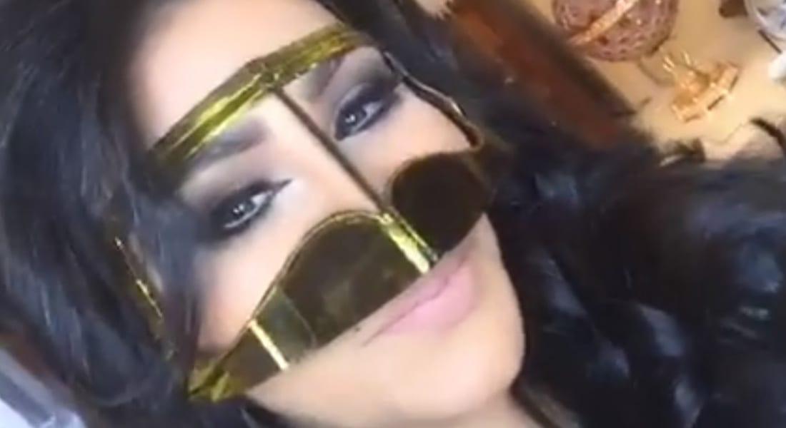 """بالفيديو.. أحلام بـ """"البرقع"""" تمتدح بنات الخليج"""