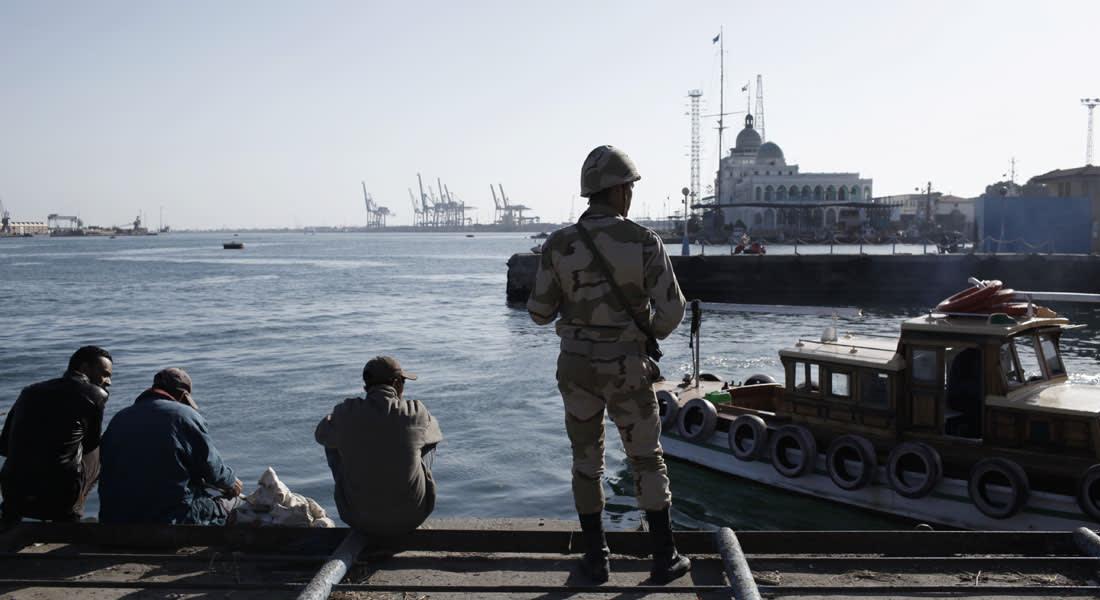 """مصر.. موجة تفجيرات جديدة وتشديد أمني بالقناة وتعليق منسوب لمرسي عن """"السوايسة والدنيا هايصة"""""""