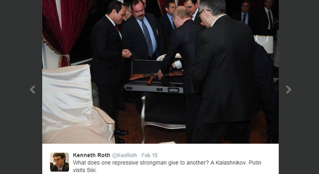 مدير هيومن رايتس ووتش يسخر من إهداء بوتين بندقية كلاشينكوف للسيسي: لا يقدّر الطاغية إلا طاغية مثله
