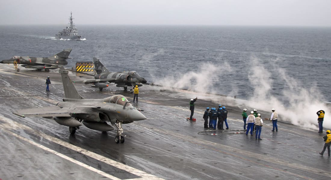 """تقرير: حاملة الطائرات الفرنسية """"شارل ديغول"""" تنضم للقتال ضد """"داعش"""" بالعراق"""