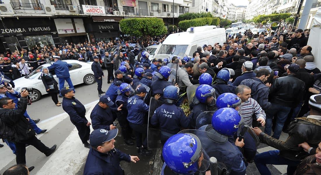 الجزائر.. الأمن يحبط محاولة المعارضة التظاهر بالعاصمة ويعتقل 20 شخصا