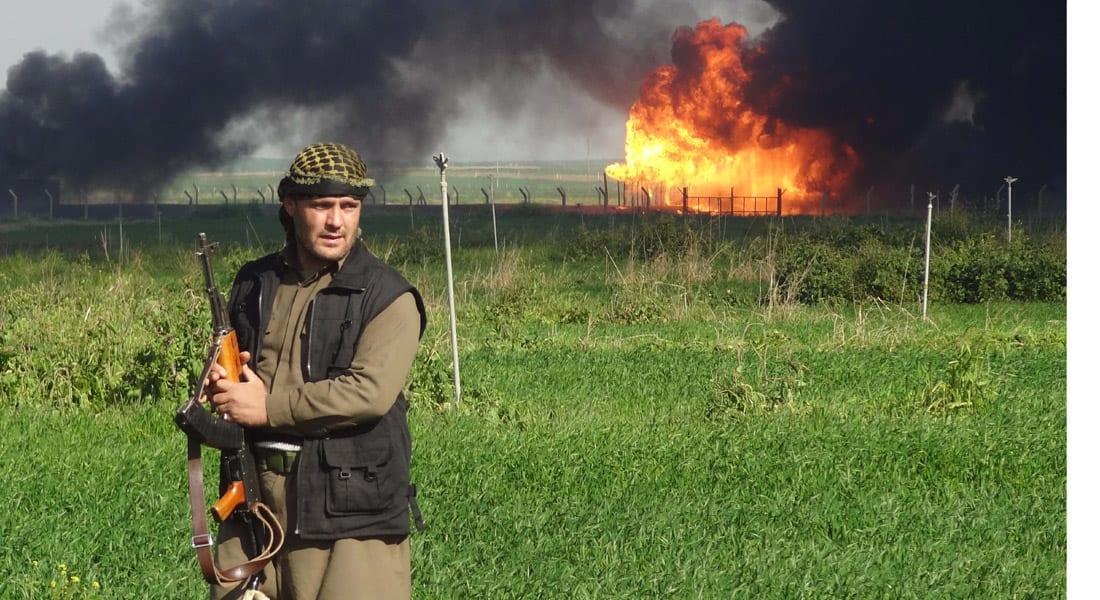 """مقتل """"والي الموصل الجديد"""" في غارات للتحالف و""""داعش"""" يحرق 8 آبار نفطية"""
