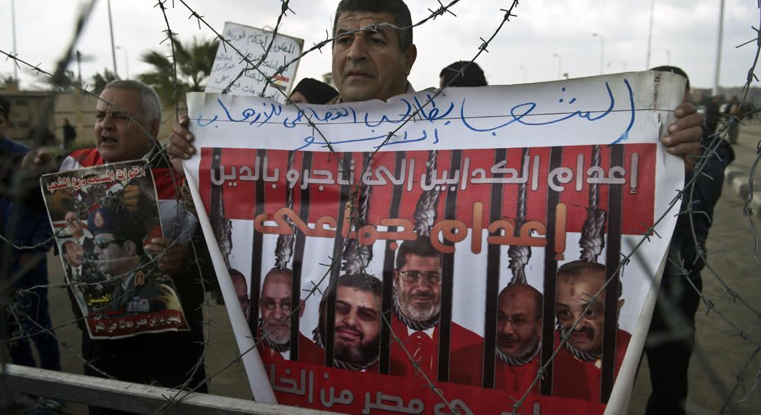 """مصر.. إحالة بديع و21 """"إخوانياً"""" بقضيتي """"غرفة عمليات رابعة"""" و""""خلية الردع"""" للمفتي"""