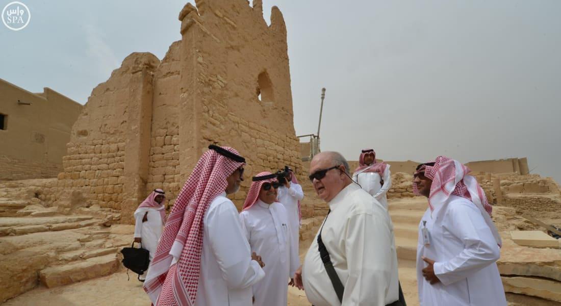"""بعد تعليق عمل سفارته بالرياض لـ""""دواع أمنية"""".. السفير الأمريكي يزور الدرعية"""