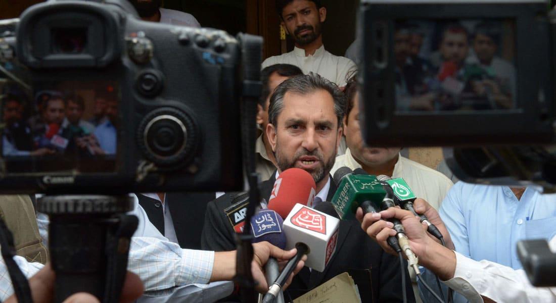 """مقتل محامي طبيب كشف لـCIA مكان اختباء بن لادن و""""جند الله"""" تتبنى العملية"""