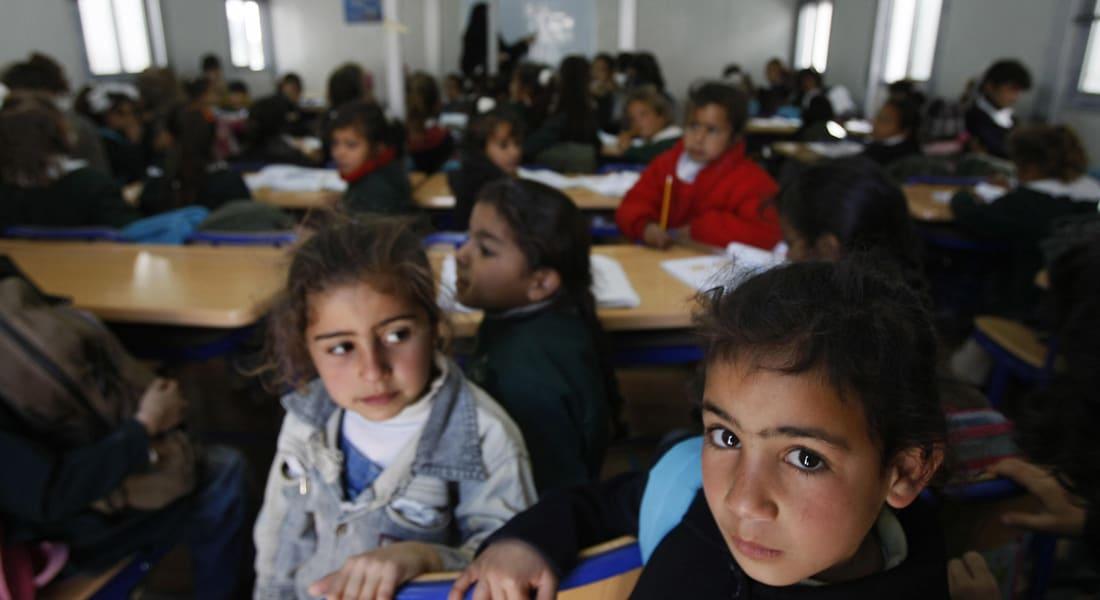 مصر: حذف دروس للأطفال عن صلاح الدين وعقبة بن نافع وإحراق صقور بعد انتقادات حول العنف والتشبّه بداعش