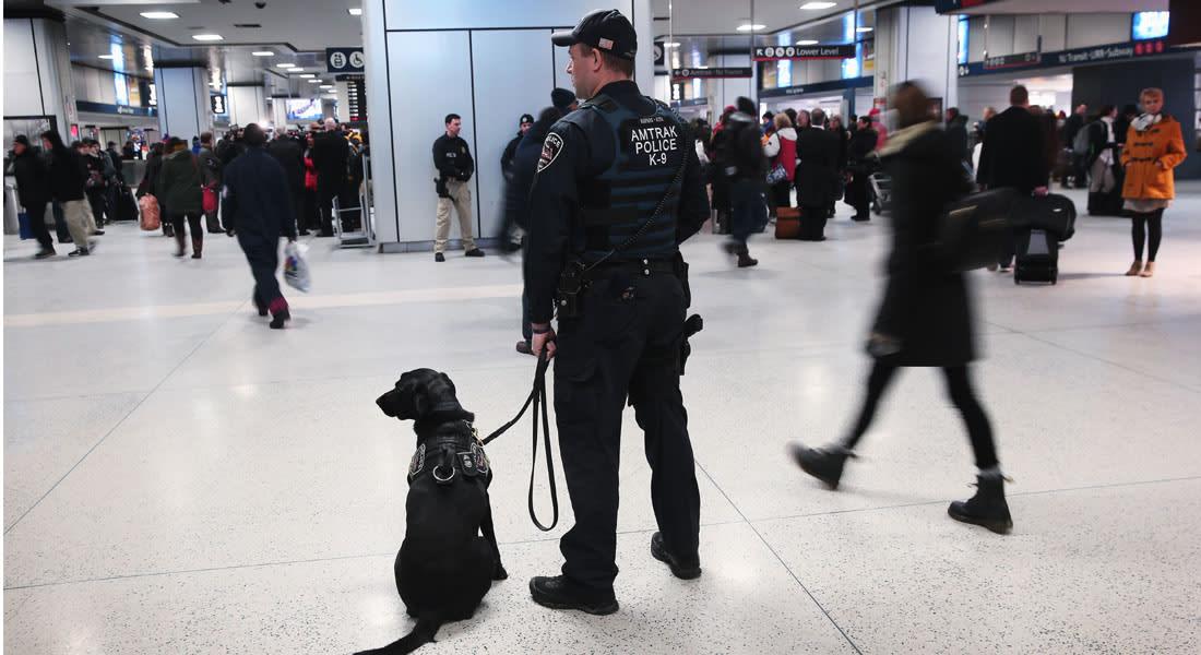 مهاجمة موظف بإدارة أمن النقل الأمريكي بساطور في مطار بمدينة نيوأورليانز