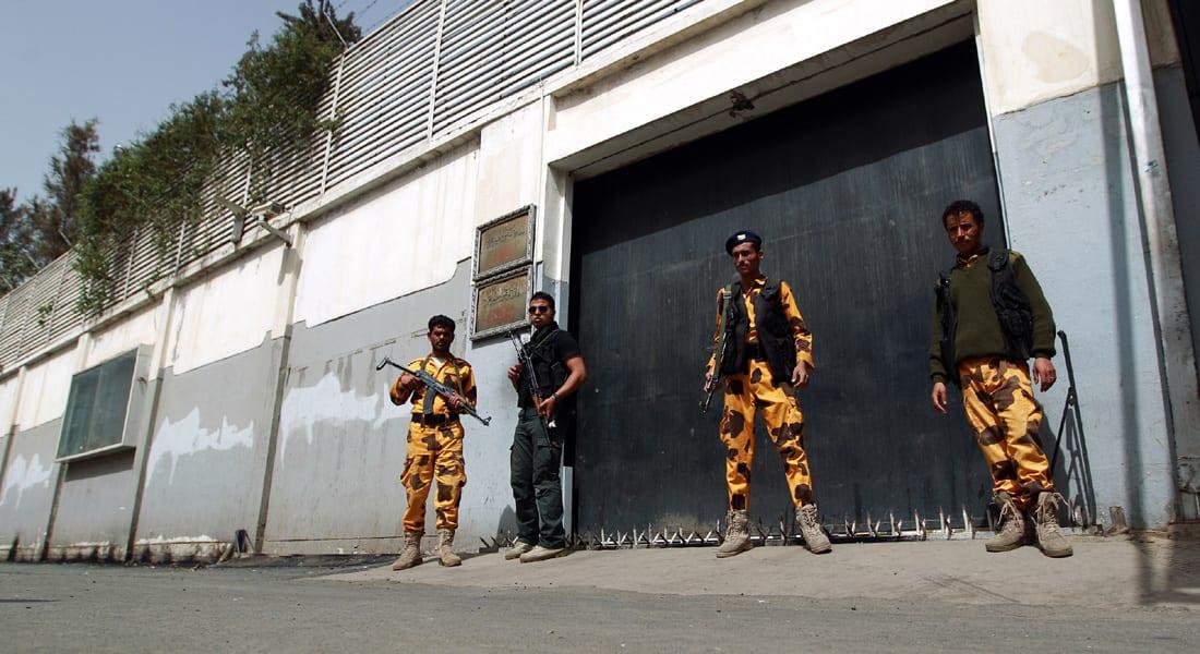 السفير المصري في اليمن وطاقم القنصلية في عدن يعودون إلى القاهرة