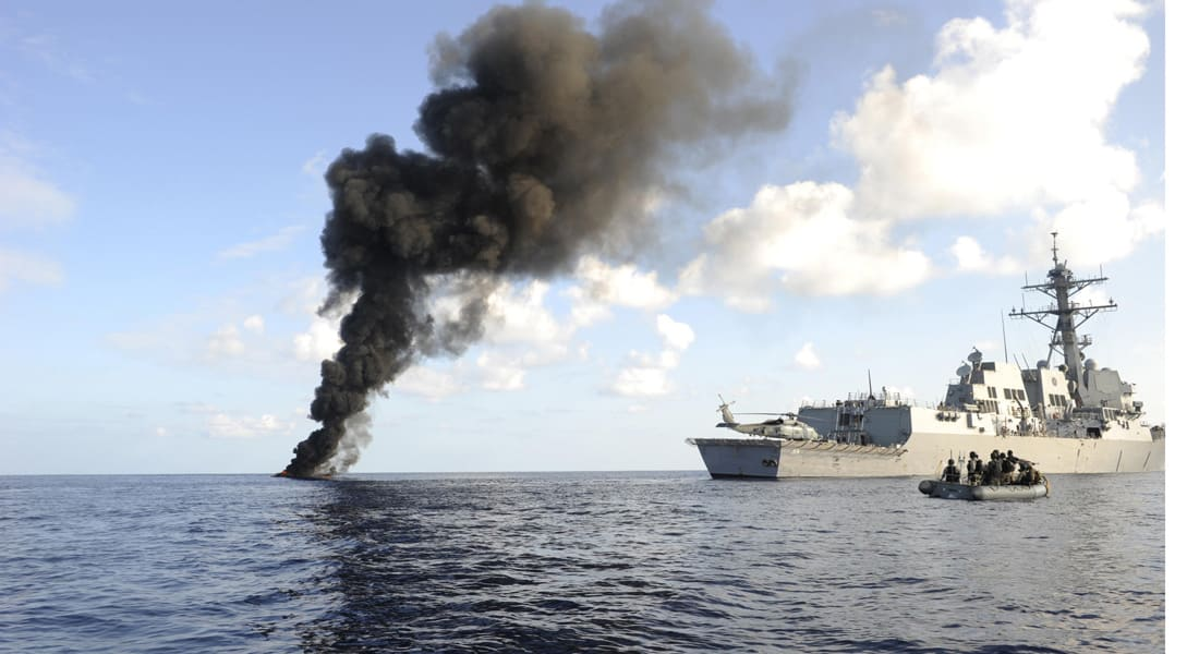 البحرية الأمريكية تنقذ طيارين سعوديين سقطت طائرتهما في خليج عدن