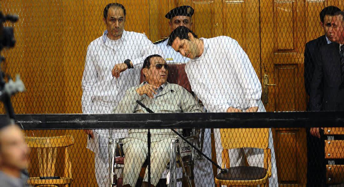 """توصية """"غير ملزمة"""" بإعادة محاكمة مبارك في """"قضية القرن"""" وقرار نهائي للنقض الخميس"""