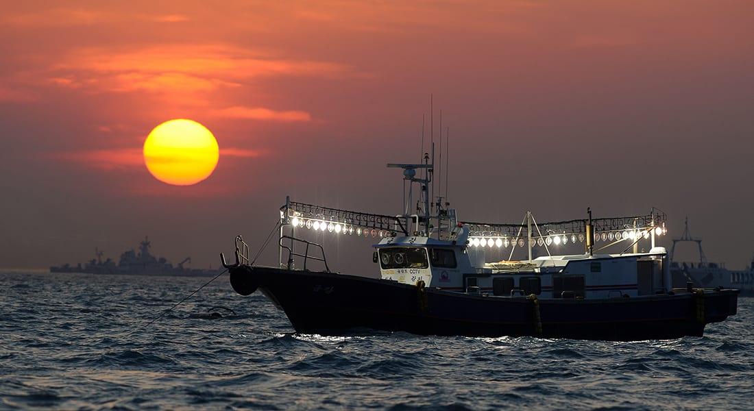 روسيا: مقتل وفقدان العشرات إثر غرق سفينة صيد تجارية