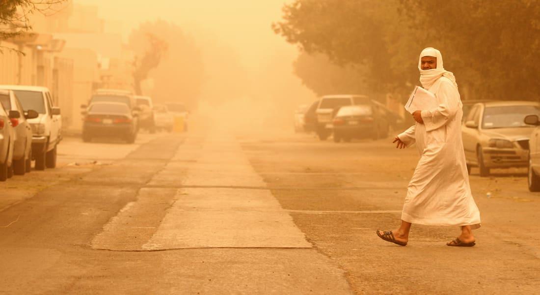 باحث سعودي ينفي الأنباء عن قدوم موجة غبار غير مسبوقة الاثنين