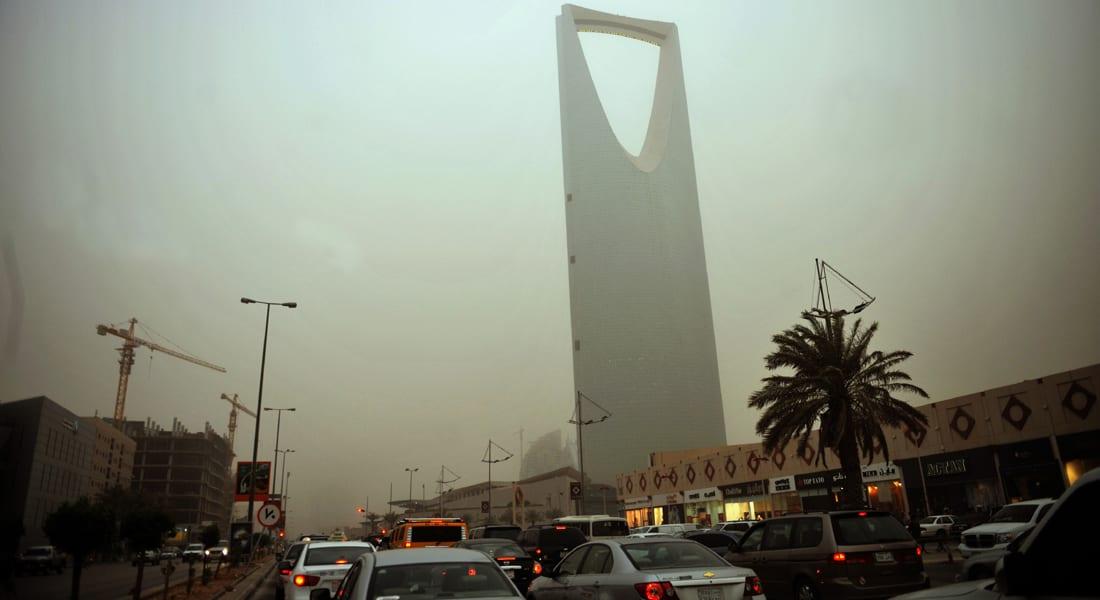 """المواصلات في السعودية.. وليد الفراج: مهزلة """"يوتيرن"""" بجدة.. شقيق العريفي ينتقد """"التكدس البشري"""" بمطار الرياض"""