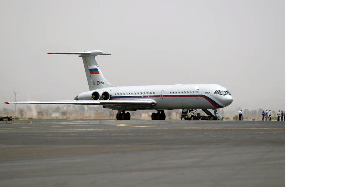 هبوط أول طائرة للصليب الأحمر في مطار صنعاء تحمل مواد إغاثة طبية
