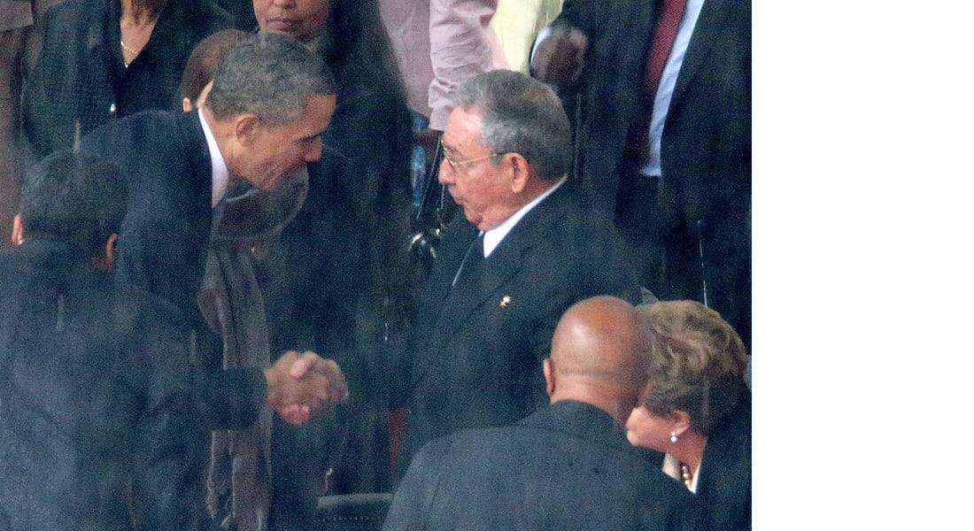 مصافحة تاريخية بين أوباما وكاسترو  وتوقعات بشطب كوبا من لائحة داعمي الإرهاب
