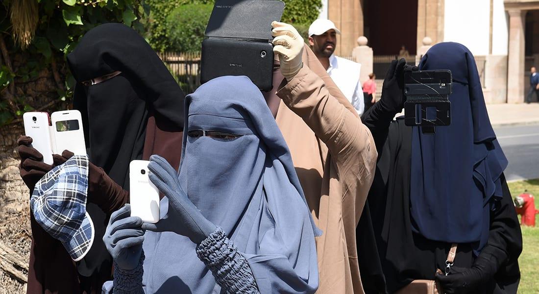 النقاب يستحوذ على النقاشات العامة بالمغرب.. ومخاوف من توظيفه في الإجرام والتسوّل