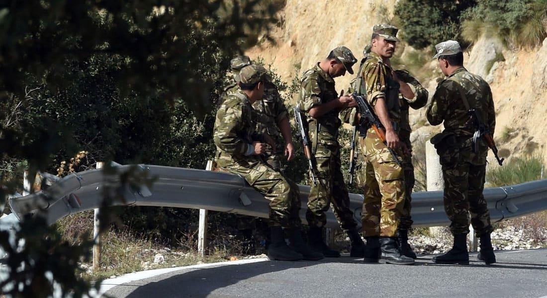 """الجزائر.. الجيش يحبط محاولة لـ""""إغراق"""" البلاد بكمية من الأسلحة والمتفجرات"""