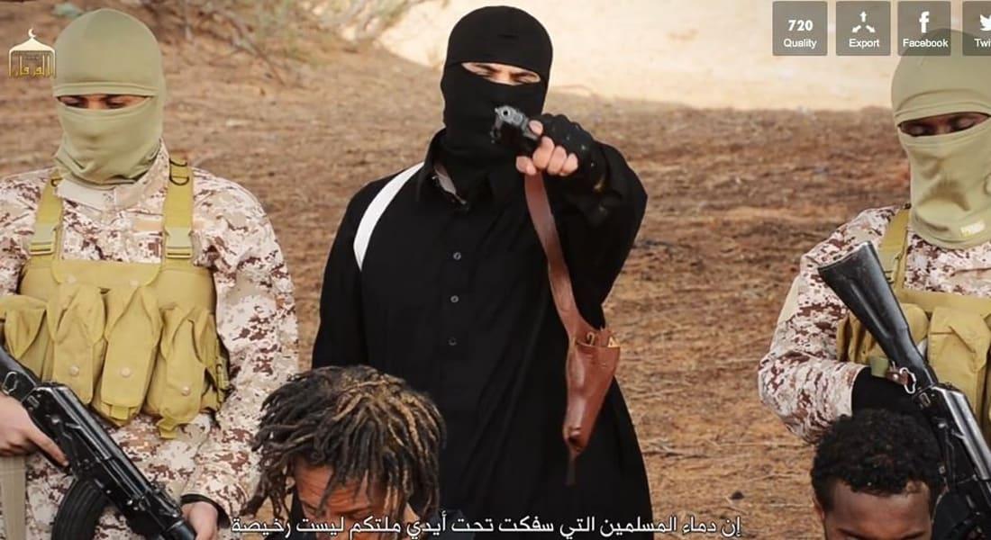 """فيديو لـ""""داعش"""" يظهر إعدام مجموعتين من المسيحيين الإثيوبيين ذبحاً ورمياً بالرصاص في ليبيا"""