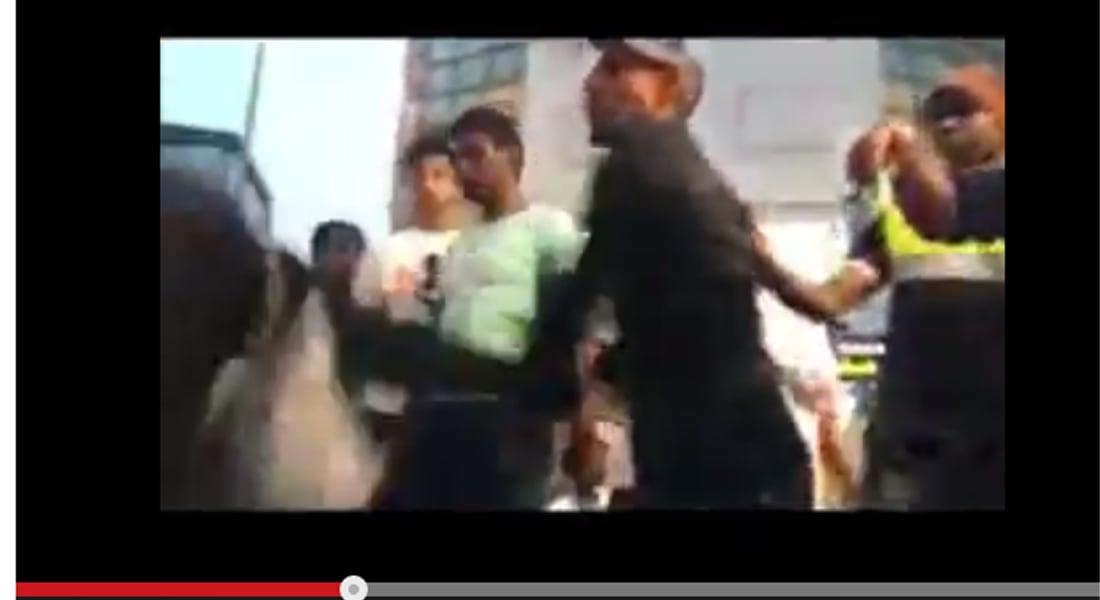 السعودية: شاب يصفع سيدة ويطرحها أرضا.. السلطات تحقق بعد تداول فيديو الحادثة بمواقع التواصل