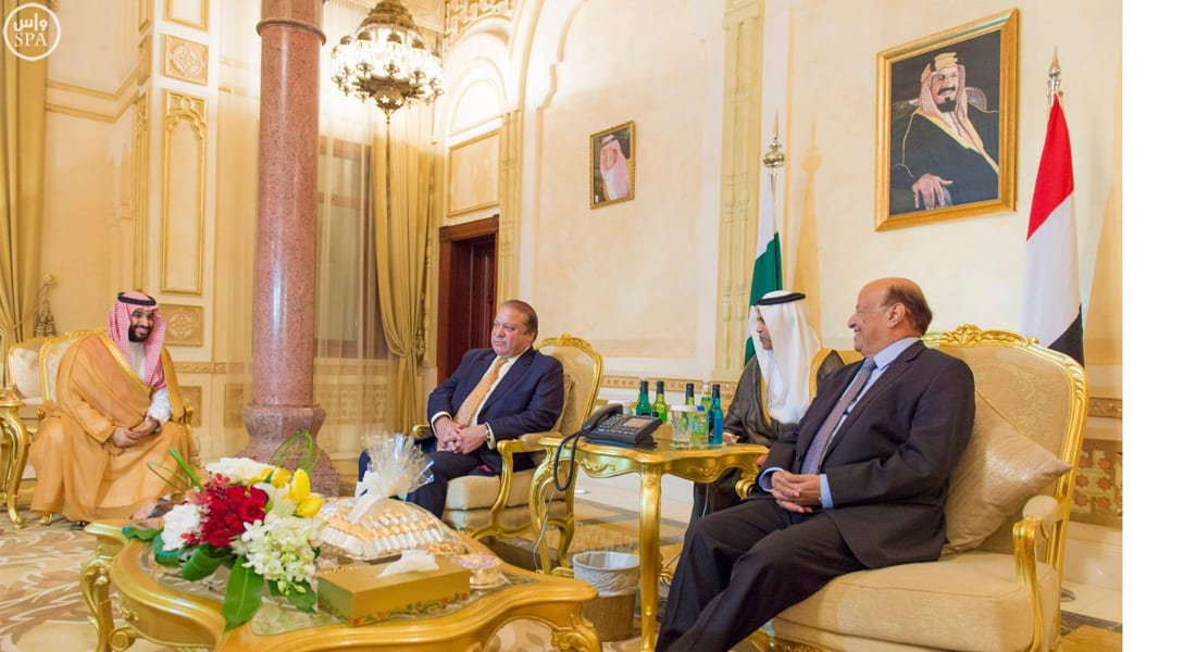 هادي يجتمع مع قيادات عسكرية وسياسية سعودية وباكستانية في الرياض