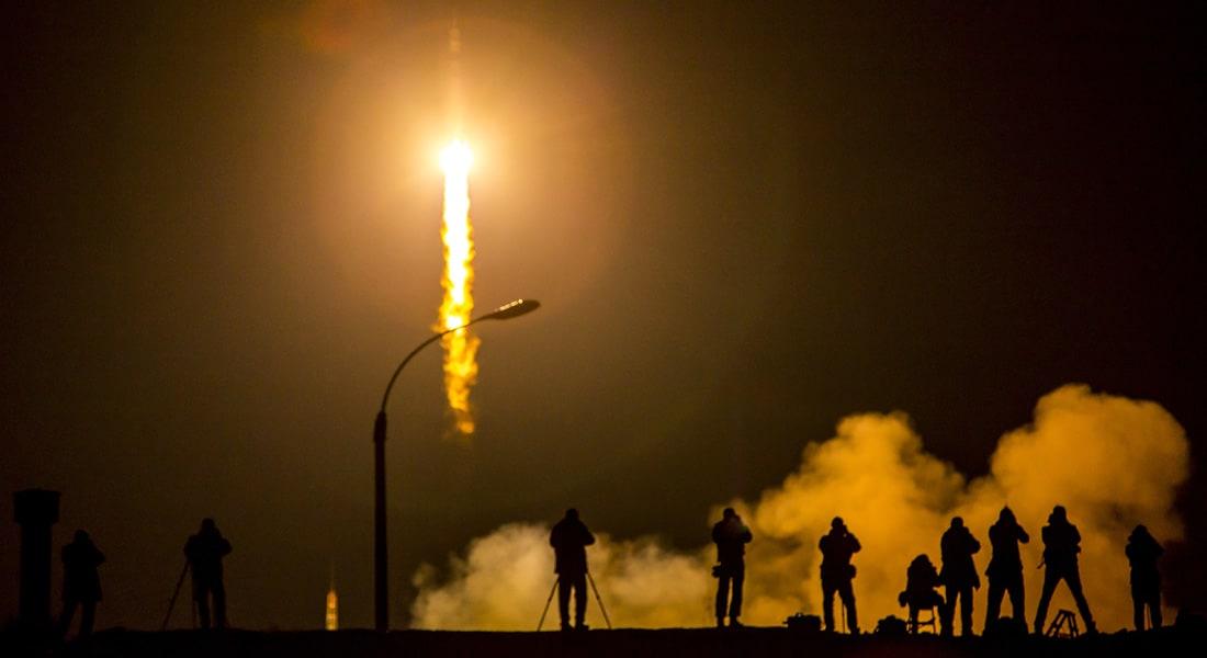 """مركبة الفضاء """"الهائمة"""" تحترق أثناء دخولها غلاف الأرض وإرجاء عودة طاقم المحطة الدولية"""