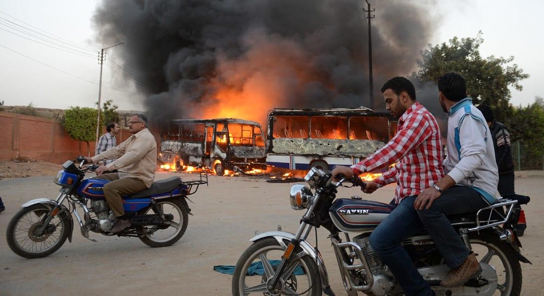 """مصر.. قتيلان """"إخوانيان"""" في انفجار بالفيوم ومحاولة لاغتيال قاضي """"مكتب الإرشاد"""" بتفجير سيارته"""